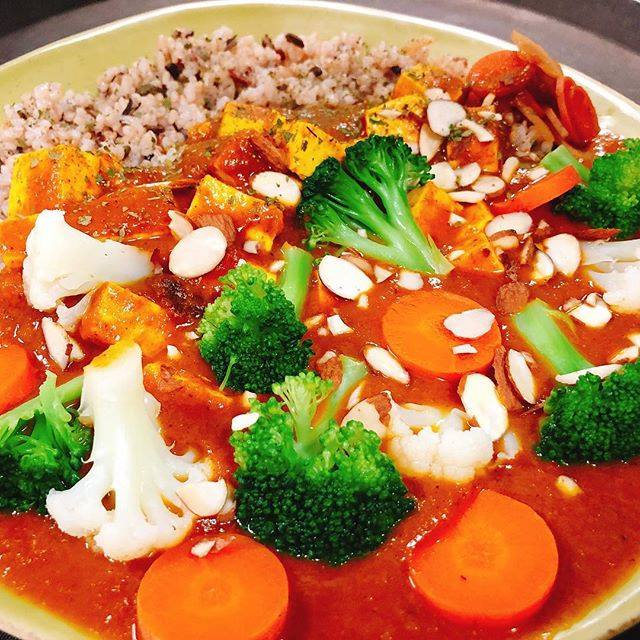 VegiLicious Organic Japanese Curry w/ Tofu & Cali-Vegetables over 5–Grain Rice